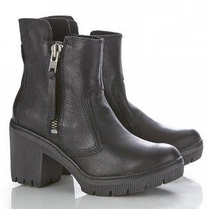 Cat Black Batten Leather & Suede Boot size 7